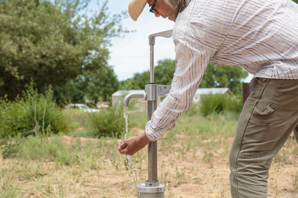 "Iñigo Manglano-Ovalle, Well 35°58'16""N - 106°5'21""W (Santa Clara Pueblo, NM) ( 2014). Pictured: Iñigo Manglano-Ovalle. Courtesy of the artist."