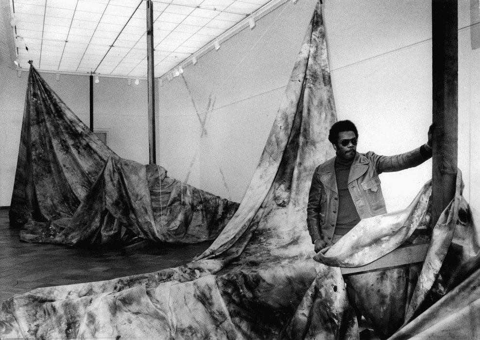 Sam Gilliam, <i>Autumn Surf</i> (1973). Installation view San Francisco Museum of Modern Art, 1973. © Sam Gilliam. Photo: Art Frisch, courtesy San Francisco Chronicle/Polaris