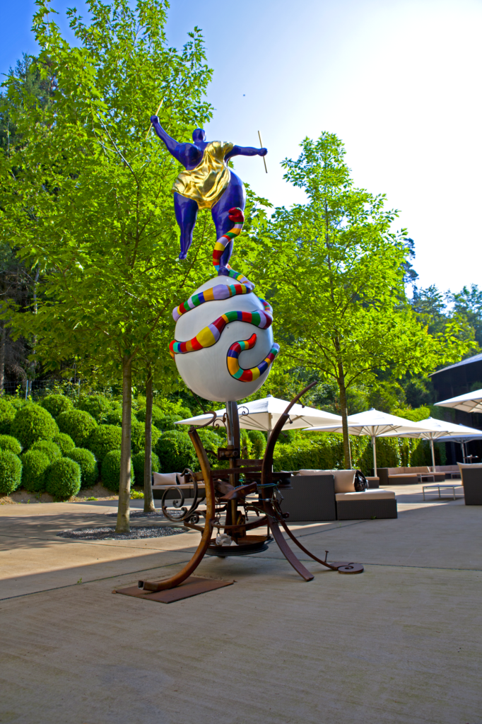 Niki de Saint Phalle, Le Monde (1989). Photo courtesy The Dolder Grand.
