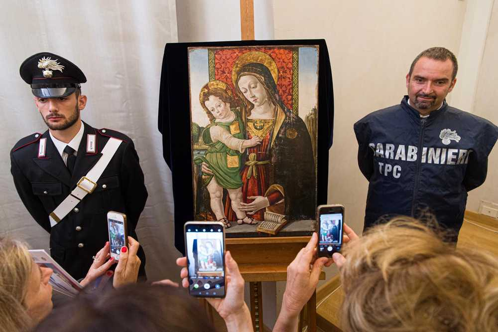 Pinturicchio's <em>Madonna and Child</em> being unveiled the Galleria Nazionale dell'Umbria. Photo courtesy of the Italian Ministry of Culture.