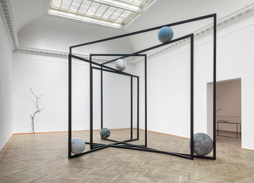 Alicja Kwade, installation view of <em>Out of Ousia</em> (2018) at the Kunsthal Charlottenborg. Photo by Roman März courtesy the artist, KÖNIG GALERIE, and 303 Gallery, New York.