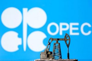 Saudi, Russia reach deal on oil cuts, raising pressure on laggards